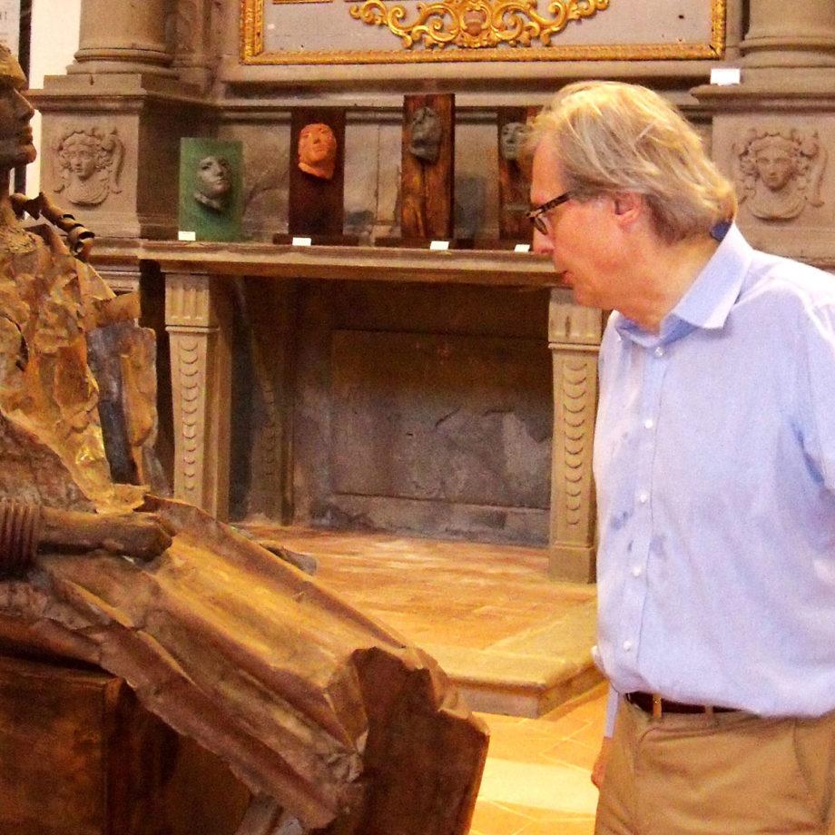 Vittorio Sgarbi in visita alla mostra personale di Alessio Deli