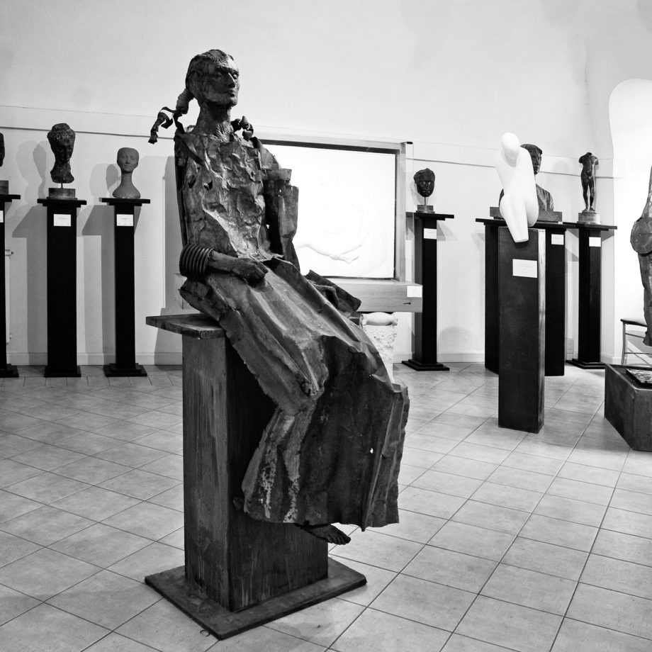 Alcune opere di Alessio Deli esposte presso il Museo di S.Salvatore in Lauro, Fondazione U. Mastroianni, Roma, 2010. Courtesy Associazione Fabula in Art.